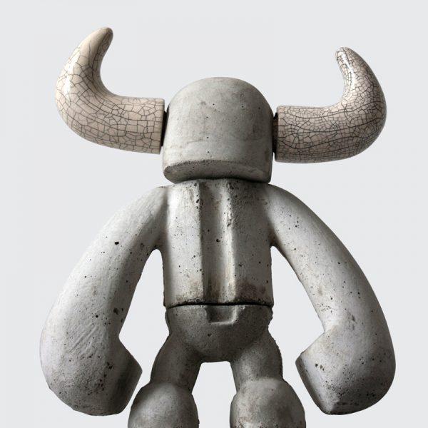 Hoorns | beton + keramiek | hoogte 42 cm