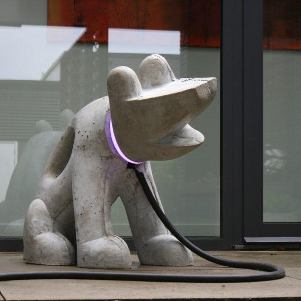LikedMe | beton en neon | Hoogte : 80 cm